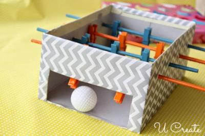 Fabriquer un mini babyfoot coloré  : le tutoriel étape par étape !