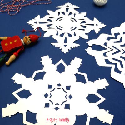 Atelier découpage : De jolies décorations de Noël en papier