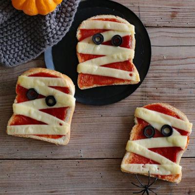 Recette d'Halloween facile : Les tartines «momies» et les «balais» de sorcières
