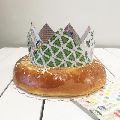 Fabriquer une couronne avec des chutes de papier cadeaux de Noël !